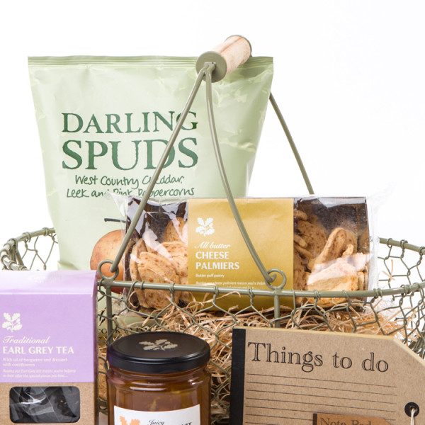 National-Trust-The-cottage-garden-trug-hamper2
